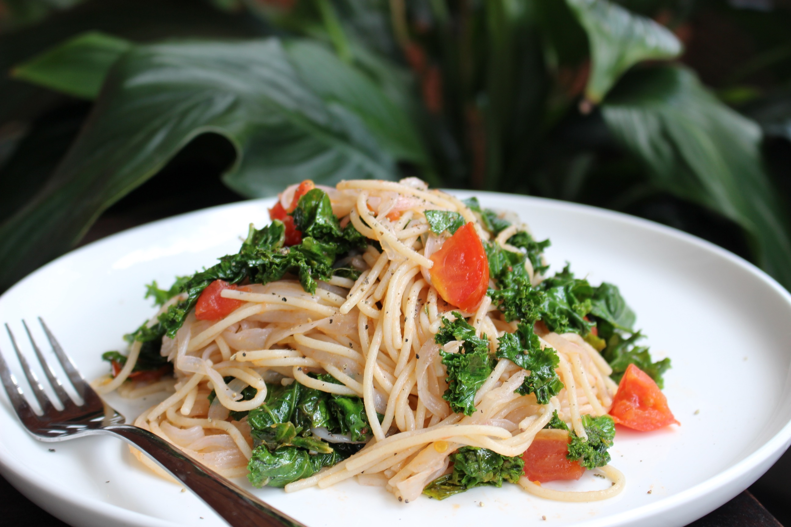 Slendier Pasta with Garlic, Tomato and Kale